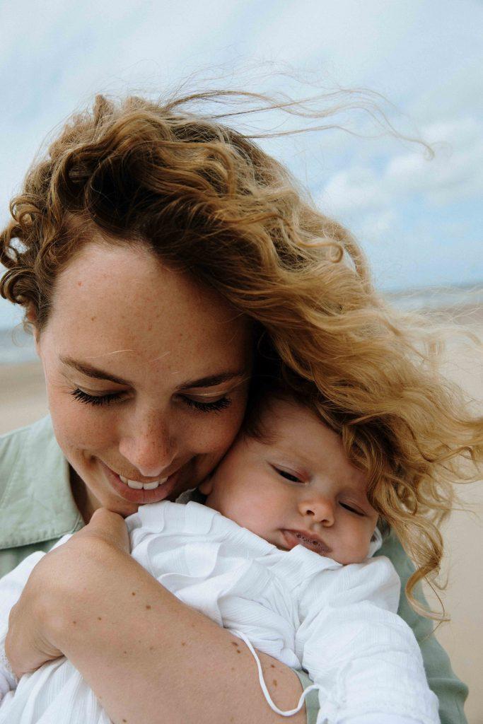 Loes en Zee aan zee Newbornshoot Carolien Coster Photography